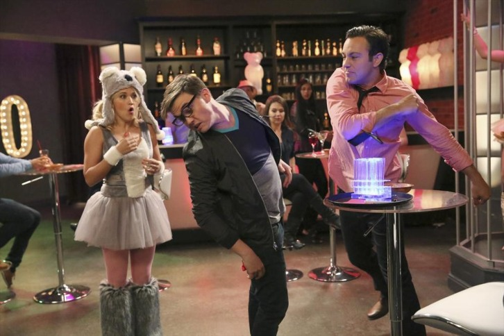 Young & Hungry Season 3_3