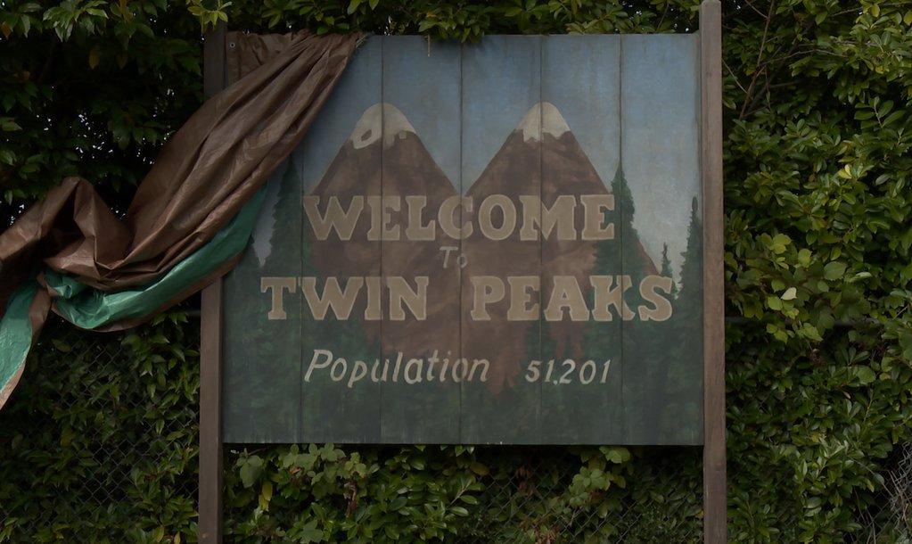 444 Twin Peaks. Episode 1.1 3
