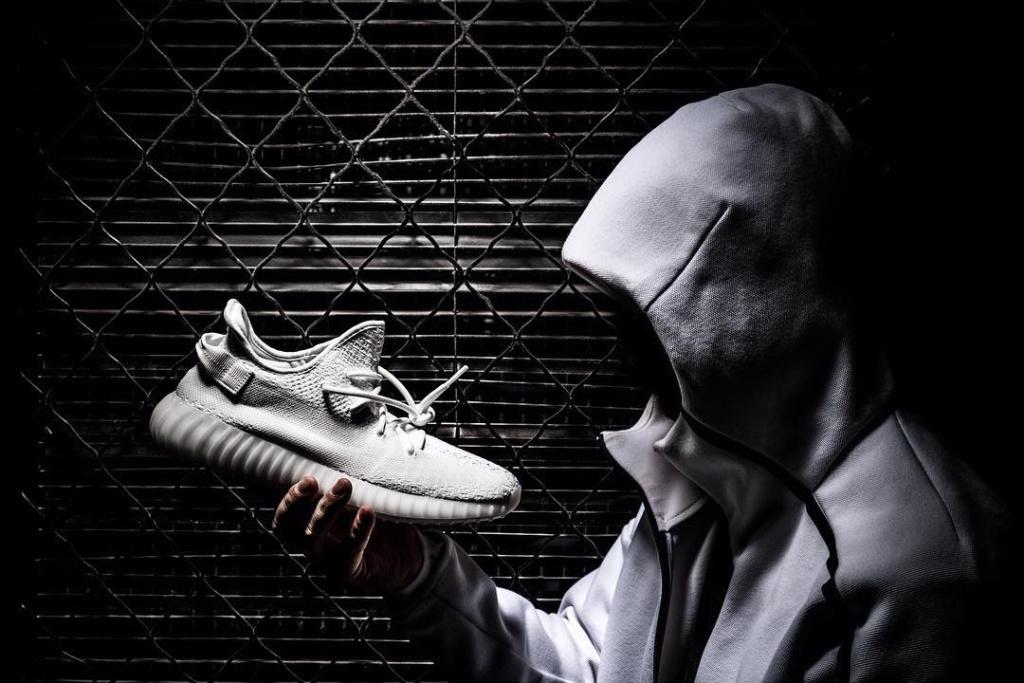 Adidas Yeezy Boost 350 V2 triple white 2